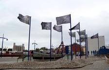 Les fotografies reproduïdes en banderes de l'exposició '13 banderes fosques' per commemorar els 80 anys del final de la Guerra Civil Espanyola. Exposició organitzada pel Port de Tarragona.
