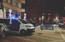 La Policia Local va tancar la plaça Ramon Berenguer IV durant una estona per garantir la seguretat dels usuaris.