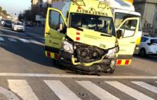 Un xoc entre una ambulància i un cotxe deixa un ferit lleu a Segur de Calafell