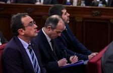 Josep Rull, Jordi Turull y Jordi Sànchez, durante la primera jornada del juicio del 1-O.