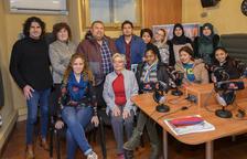 Alumnos de catalán leen poemas en Constantí Ràdio