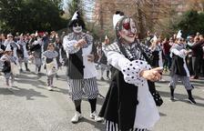 La resaca no es obstáculo para celebrar el desfile matinal de Carnaval del Reus