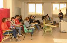 Dieciséis personas hacen un curso de mozo de almacén en Constantí