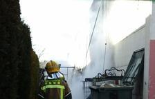 Evacuan a unas 300 personas por un incendio en el exterior de una nave del polígono AgroReus