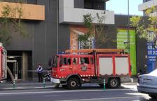 Crema un aparell d'aire condicionat en un pis de les Torres Catalunya