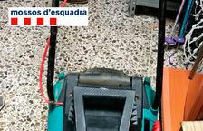 Detienen a dos jardineros en Creixell por robar en cuatro casas mientras trabajaban