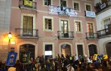 La Junta Electoral da 12 horas al Ayuntamiento del Catllar para retirar una pancarta de apoyo a los presos