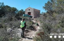 Denuncien vuit motoristes per circular per senders i lleres de barrancs a Tortosa