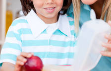 Deu idees per fer un berenar saludable pels nens