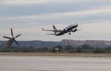 Un avión de Ryanair despega desde el Aeropuerto de Reus.