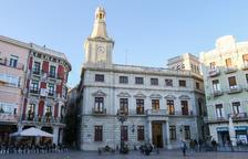 L'Ajuntament de Reus retira la pancarta i el llaç groc de la façana