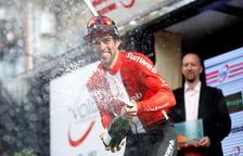 Michael Matthews guanya la sisena etapa de la Volta i Miguel Ángel López no cedeix el liderat
