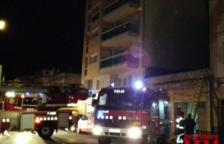 Catorce adultos y dos menores evacuados en un incendio en Sant Carles de la Ràpita