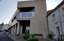 El Ayuntamiento de Tivissa entrega 500 firmas a Salut para recuperar los servicios sanitarios en el municipio