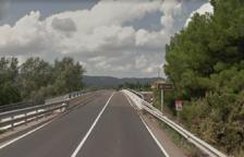 Un herido leve en un choque lateral entre un coche y un camión en la C-14 en Ascó