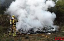 Crema una caravana abandonada a Vilalba dels Arcs