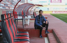 El entrenador del Juvenil A del CF Reus en el banquillo rojinegro del Estadio Municipal.