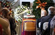 El féretro de Neus Català, en el funeral celebrado en el Tanatorio de Móra la Nova.