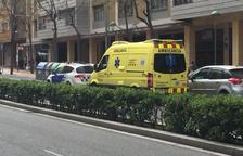 Los servicios de emergencia han atendido a la mujer después de sufrir el robo.