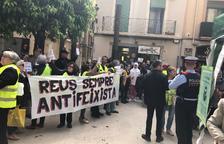 Concentración sin incidentes ante la parada de Vox en Reus