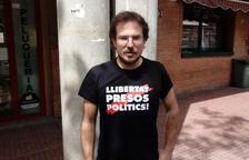 Expulsen de la sala un exregidor de la CUP de Sabadell per dur 'Llibertat presos polítics' a la samarreta