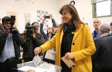 Borràs, després de votar: «Els catalans no tenim mai por de les urnes»