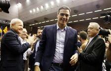El PSOE (122) gana las elecciones y suma con Cs (57)
