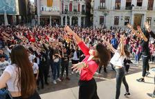 Centenars de nens de Cambrils i Reus ballen en el Dia de la Dansa