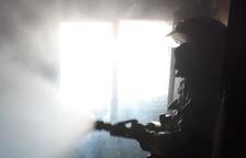 Un incendi d'habitatge a Segur de Calafell mobilitza quatre dotacions dels Bombers