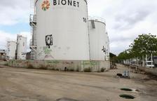 Desapareix la tanca del recinte de Bionet, que acumula residus i pous