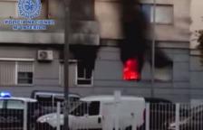 Intenta venjar-se de la seva exparella i incendia per error la casa dels seus veïns