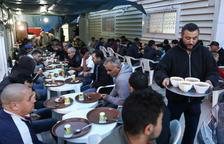 Prop de 2.500 persones pregaran a la mesquita de Reus cada nit del  Ramadà