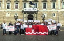 Veïns de Riba-roja es planten al Parlament per retreure a Torra que menystingui el suport del poble a l'abocador