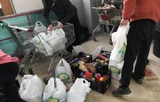 Veïns de Ponent i comerços treballen plegats per recollir aliments bàsics