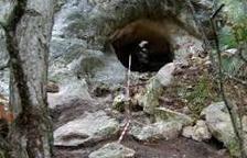 Troben eines de caça de fa 40.000 anys a la cova Foradada de Calafell