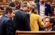 Rivera creua una mirada amb Jordi Sànchez durant la sessió constitutiva del Congrés dels Diputats.
