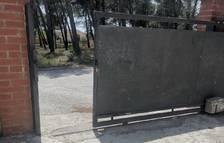 Quatre encaputxats roben un cotxe a un habitatge del Mas del Plata