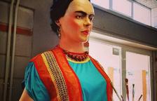 La giganta Frida se expone en el centro cívico de Sant Pere i Sant Pau