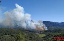 L'incendi de Pradell de la Teixeta ja ha cremat deu hectàrees
