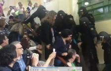 Les defenses busquen contrarestar les acusacions amb imatges d'agressions policials a votants