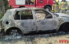 S'incendia totalment un cotxe a Vilabella