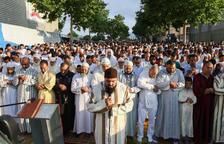 Prop de 5.000 persones celebren la fi del Ramadà a la mesquita de Reus