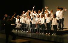 Els alumnes de l'Escola de Música del Morell acomiaden el curs dalt de l'escenari