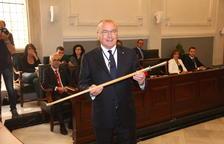 L'alcalde de Reus, Carles Pellicer, en el moment de recollir la vara d'alcalde.