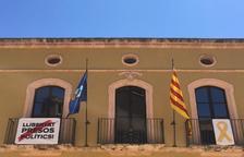 Jordi  Molinera despenja la bandera espanyola i encén les xarxes socials