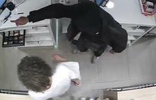 Detingut a Barcelona un lladre de farmàcies que actuava armat amb una navalla i una xeringa