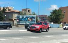 Un cotxe i un vehicle de Bombers topen a l'N-340 a Torreforta