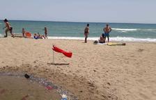 Prohibeixen el bany a la platja al voltant de l'Estany de Calafell
