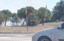 Un incendi en uns matolls obliga a tallar durant una hora una carretera a Calafell