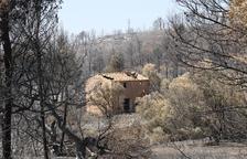 El foc de la Ribera d'Ebre, a poques hores de l'extinció si no es produeixen revifades